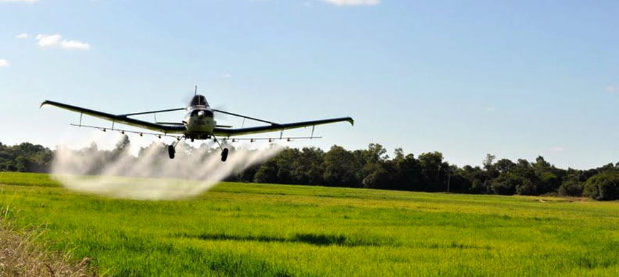 Descubra tudo sobre a aviação agrícola.